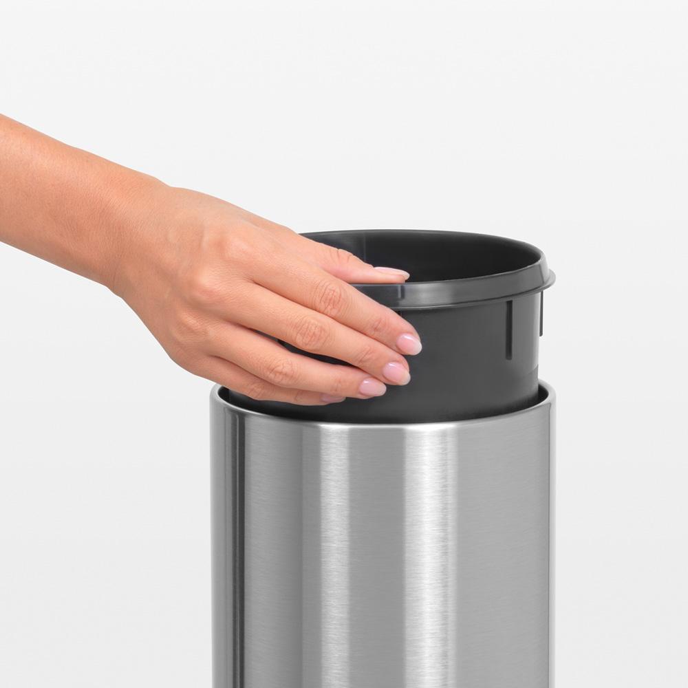 Кош за смет Brabantia Touch Bin 3L, Matt Steel Fingerprint Proof(5)