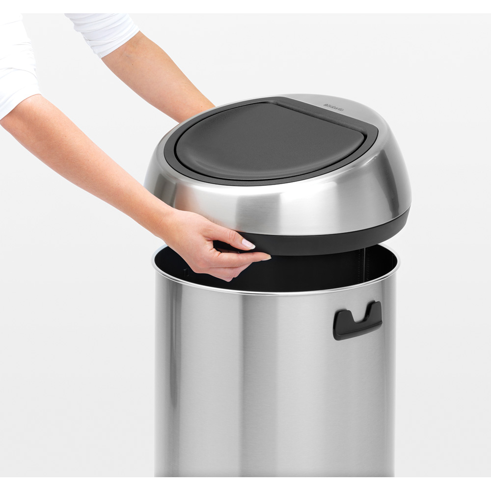 Кош за смет Brabantia Touch Bin 60L, Brilliant Steel, черен капак(6)