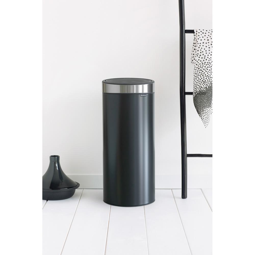 Кош за смет Brabantia Touch Bin New 30L, Matt Black, капак металик(4)