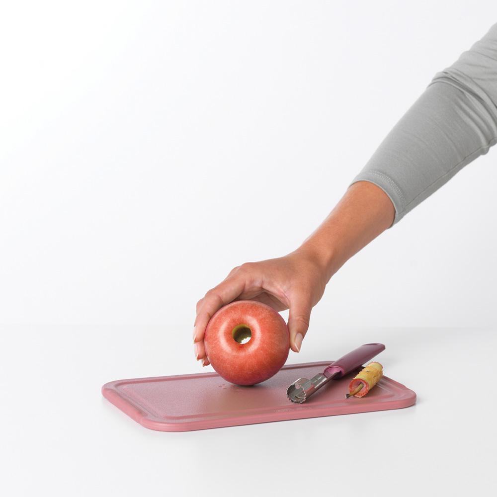 Уред за почистване на ябълки Brabantia Tasty+ Aubergine Red(2)
