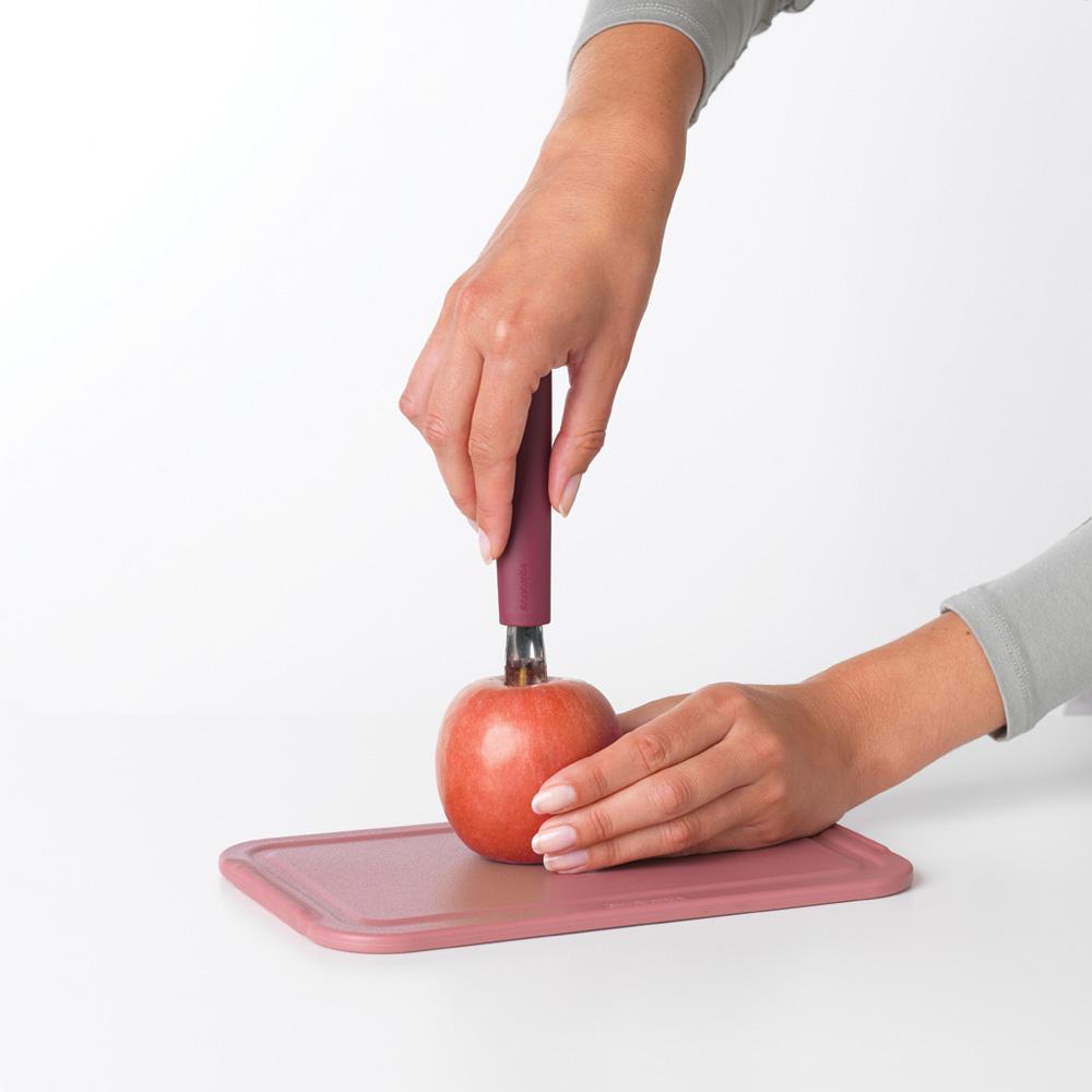 Уред за почистване на ябълки Brabantia Tasty+ Aubergine Red(4)